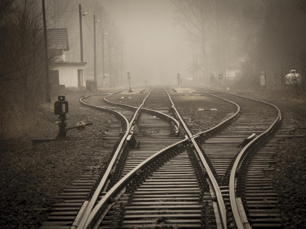 railroad-tracks-in-city-258510